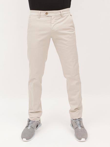 Pantalón beige delante