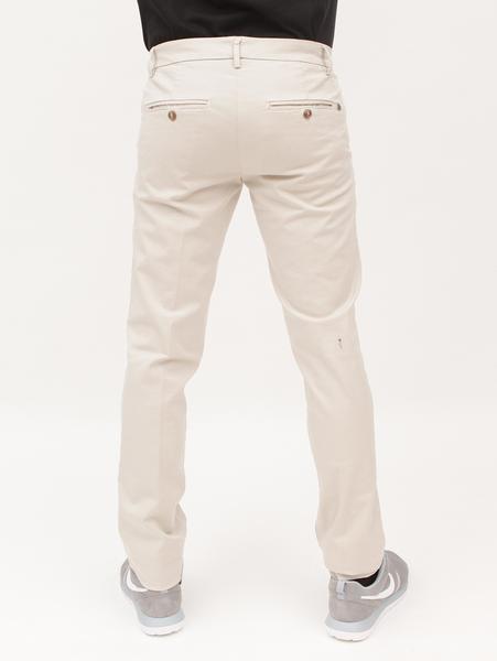 Pantalón beige detrás